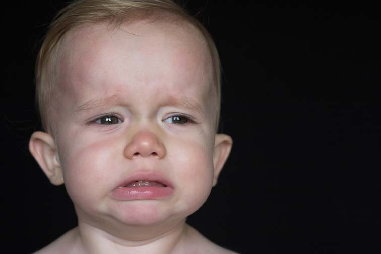 baby crying in discomfort, benefit from osteopathy